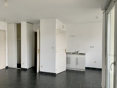 APPARTEMENT T2 A LOUER - DECINES CHARPIEU - 45,3 m2 - 640 € charges comprises par mois