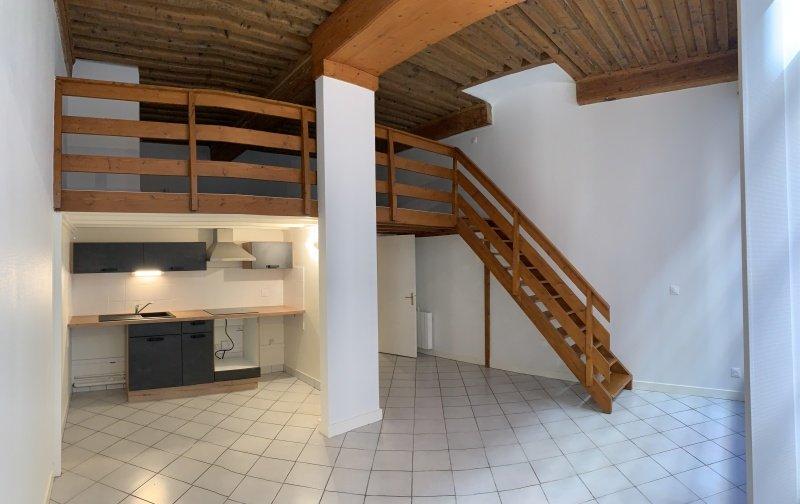 APPARTEMENT T2 A LOUER - LYON 1ER ARRONDISSEMENT - 75 m2 - 949 € charges comprises par mois