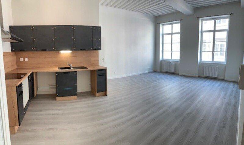 APPARTEMENT T4 A LOUER - LYON 1ER ARRONDISSEMENT - 96 m2 - 1300 € charges comprises par mois